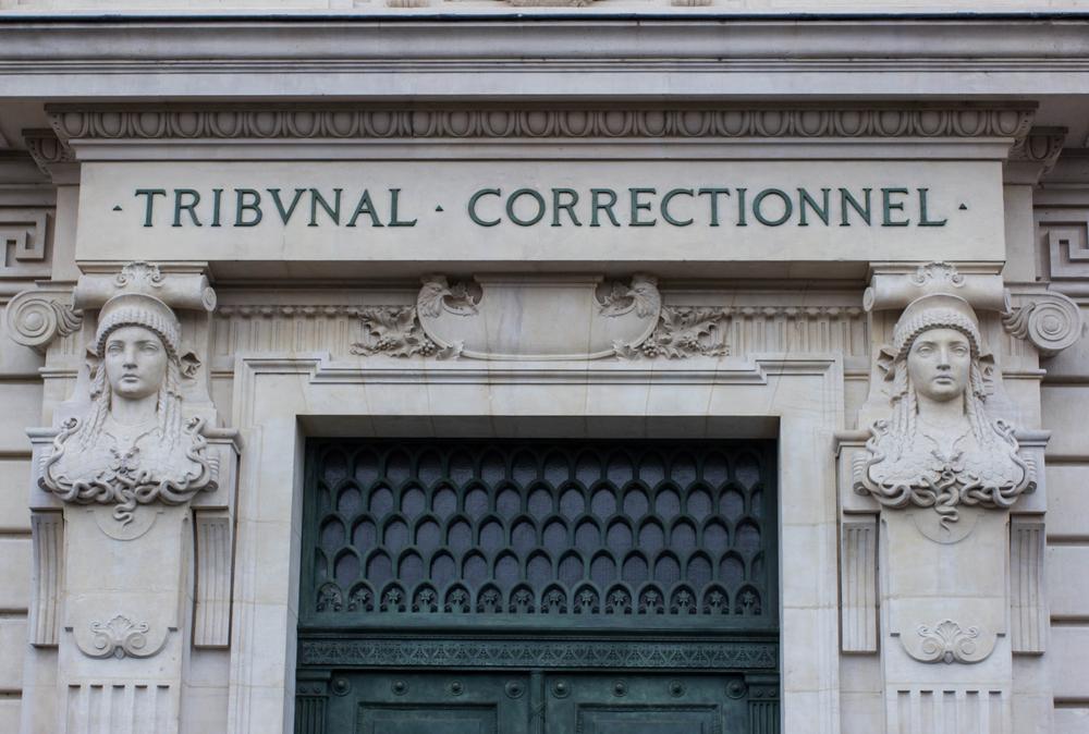 Déroulement d'un procès devant un tribunal correctionnel